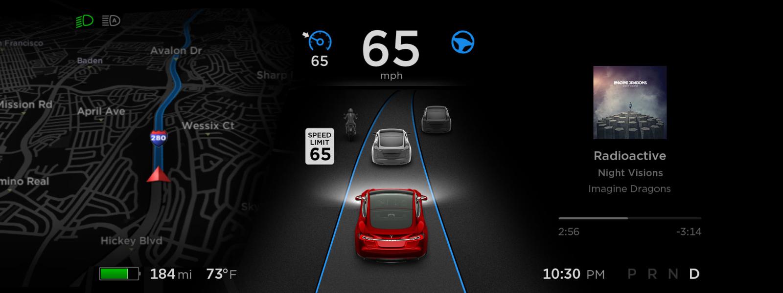 Autopilot Tesly unikajúci policajtom sa stal okamžite hitom internetu.