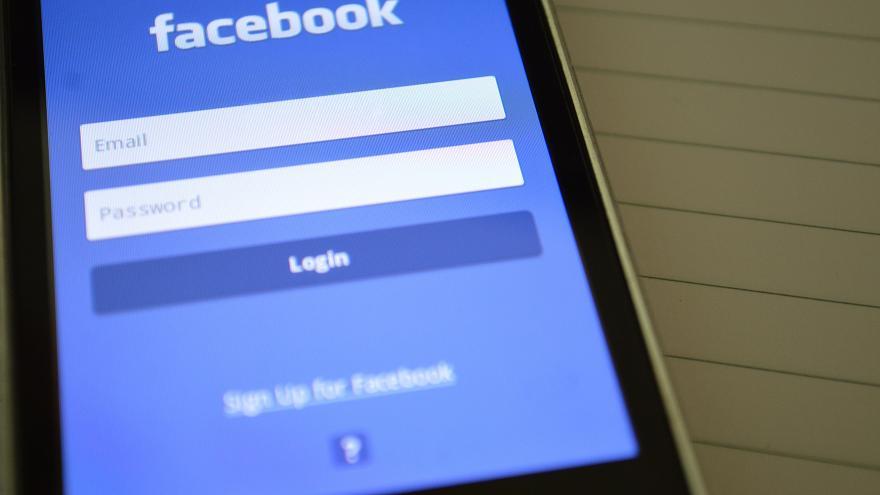 خلل في فيسبوك يكشف كلمات مرور لملايين المستخدمين ل20 ألف موظف في الشركة!